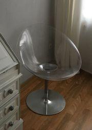 Eleganter Drehstuhl im transparenten Look