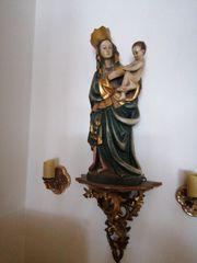 Madonna mit Konsole und Kerzenhaltern