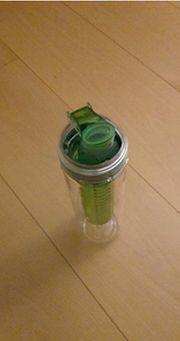 Trinkflasche mit integriertem Wasserfilter