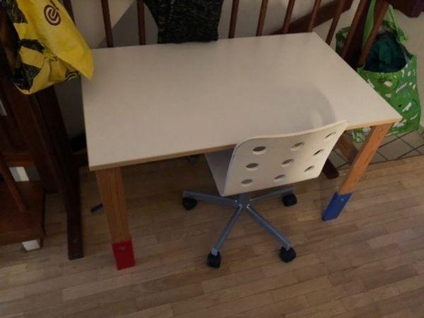 Verschenke Ikea Kinderschreibtisch mit Stuhl