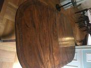 Antiker Holztisch mit Maserung