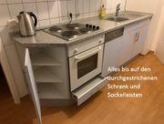 Küchenzeile mit Spülmaschine Herd und
