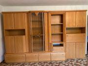 Wohnzimmer-Schrank mit Sideboard und Tisch