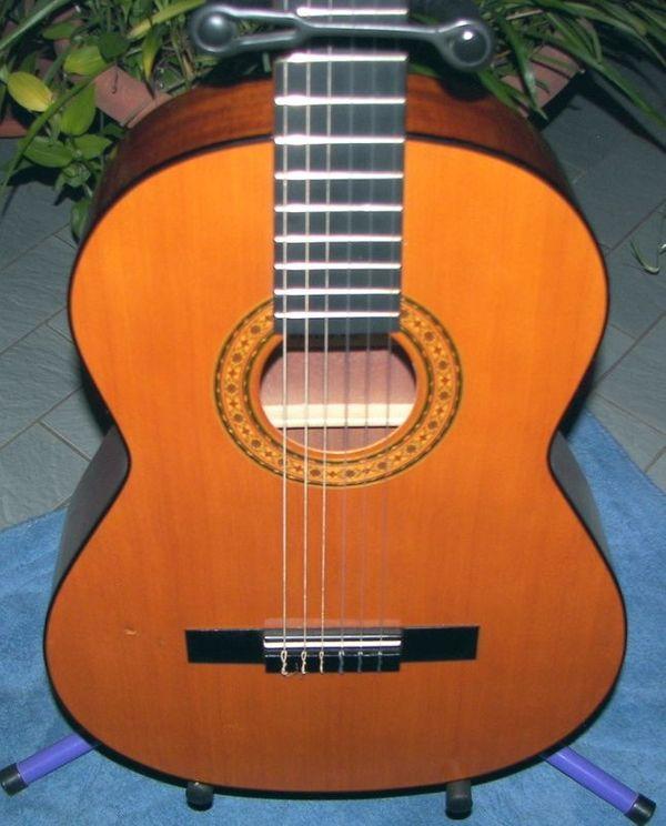 Schöne Konzertgitarre Nylonsaiten spanische Gitarre