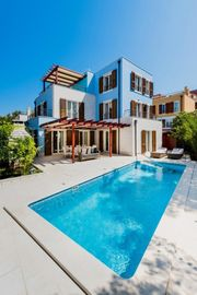 Villa im Mittelmeerstil mit Meerblick