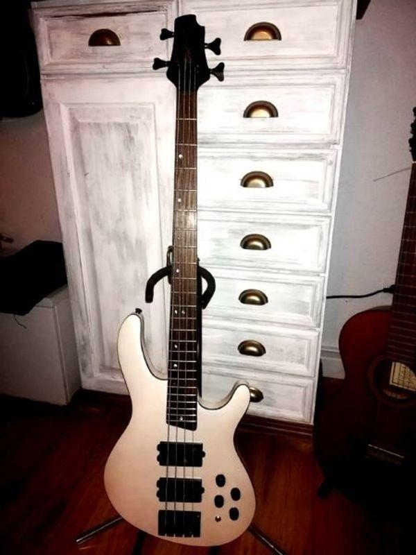 Bass Cort Artisan C4H white