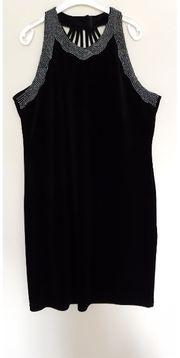 Kleid mit Rückenausschnit und Strassrand