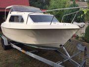 Kajütboot Motorboot mit Außenbordmotor Mercury
