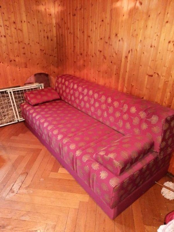 Aus klappbare Couch mit Stauraum