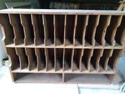 Alter Ordnerschrank aus Holz
