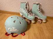 Rollschuhe und Helm