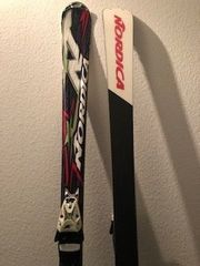 Premium Ski und Skischuhe