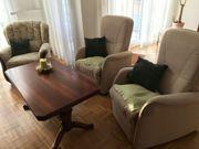 3 Sessel und Wohnzimmertisch