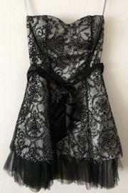 Schickes Kleid mit Schleife