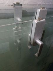 Glastüren innen mit Griffen Bändern