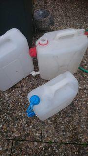 Wasserkanister mit Auslaufhahn