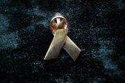 Bucherer Anhänger Aids - Schleife 750er