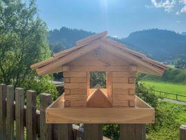 Vogelfutterhäuschen / Vogelhaus