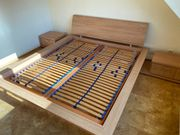 Doppelbett mit Lattenroste Matrazen und