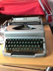 Alte Reiseschreibmaschine Royal