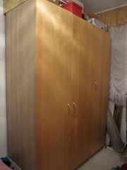 Schöner Kleiderschrank von IKEA in