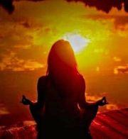 Reife Lady bietet entspannende Massage