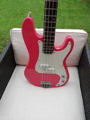 È Bass pink mit Koffer
