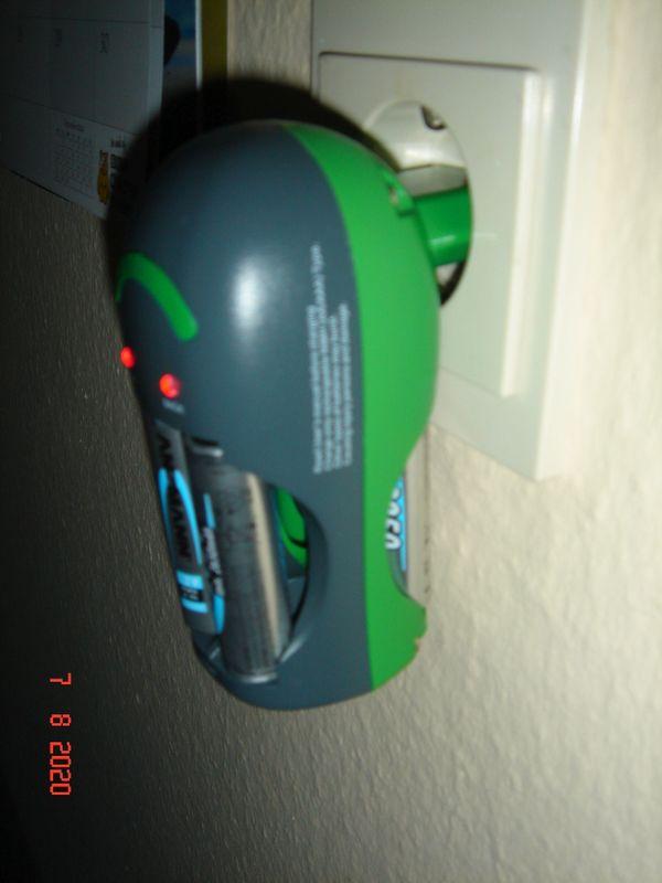 Universal -Akkuladegerät für AA und