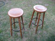 2 alte Barhocker Stühle Stehhtisch
