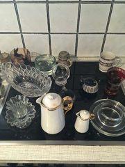 Verschiedene Vasen und Schalen