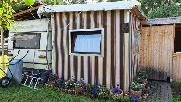 Schöner Dauerstellplatz, ausgeb. Vorbau, dazu gratis Wohnwagen