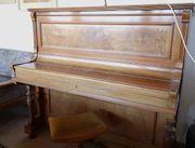 Altes Klavier von Übel und