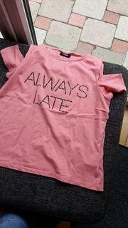 Neuwertiges T-Shirt schulterfrei Größe 146 152