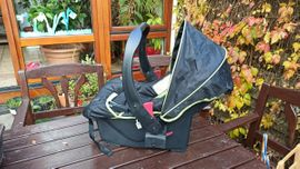 Babyschale: Kleinanzeigen aus Wolfschlugen - Rubrik Autositze