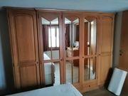 Schlafzimmerschrank mit Kommode und Spiegel