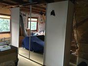 Schwebetüren-Kleiderschrank in Weiß mit Spiegeltüren