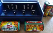 Batterie-Universal-Ladegerät und 4 Akku s