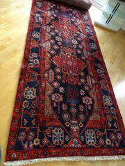 großer langer Teppich