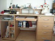 Großer Schreibtisch