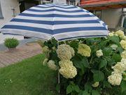 Sonnenschirm mit zusätzlicher Balkonbefestigung Strandmatten