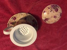 Geschirr und Besteck - Tee Aufbrühtasse und Küchenwand Uhr