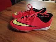 Nike Fussball Hallenschuhe
