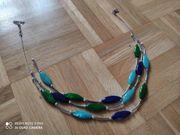 Hals Kette dreilagig silbern blau grün