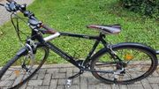 schwarz-rotes Crossbike 28 Zoll