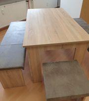 Tischgruppe und zwei passende Hocker