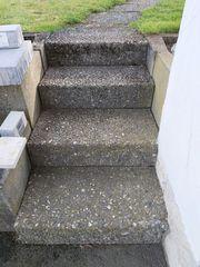U-Steine und Treppe