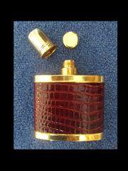 Goldener Flachmann mit Leder