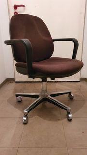 Bürostuhl mit Armlehnen höhenverstellbar drehbar