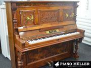 Historisches Klavier der Marke Max