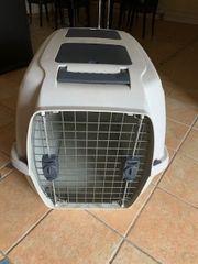 Verkaufe praktische Hundetransportbox aus Kunststoff